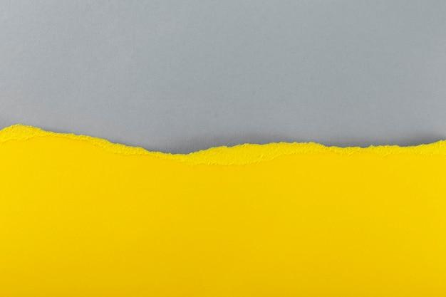 Papier in den farben des jahres 2021 - leuchtend gelb und das ultimative grau.
