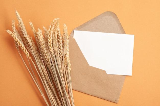 Papier in herbstfarben mit dekoration