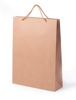 Papiereinkaufstasche isoliert auf weißem hintergrund