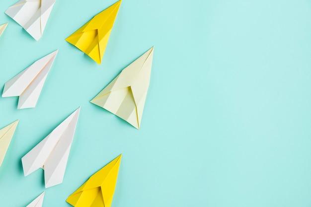 Papierflugzeugsatz