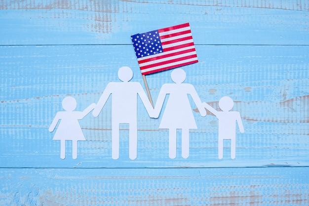Papierform der leute oder der familie mit flagge der vereinigten staaten von amerika