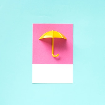 Papierhandwerkskunst eines regenschirms