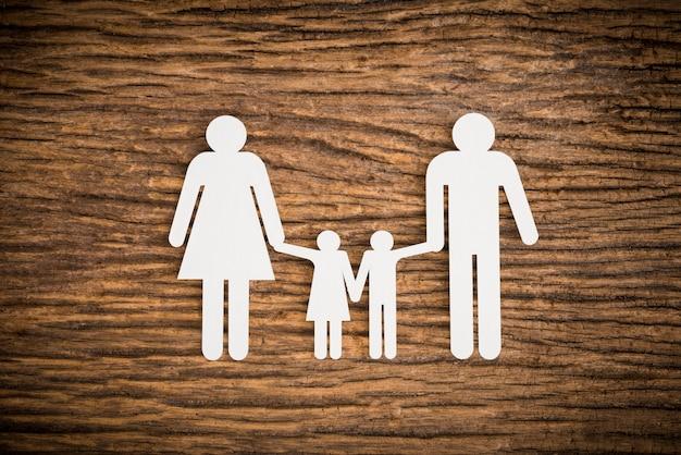 Papierkettenfamilie, die hintergrund symbolisiert