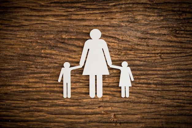 Papierkettenfamilie symbolisiert