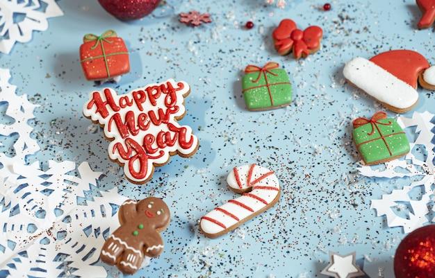 Papierschneeflocken, lebkuchen glasierter lebkuchen, dekorelemente draufsicht.
