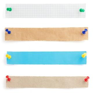 Papierstreifen lokalisiert auf weißem hintergrund