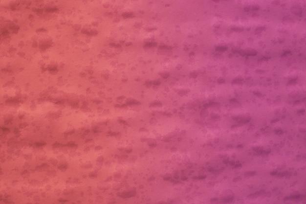 Papierstruktur mit tropfenden wassertropfen. korallenfarbener hintergrund, farbverlauf lila, vorlage, platz für text.