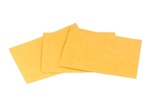 Papierumschläge isoliert