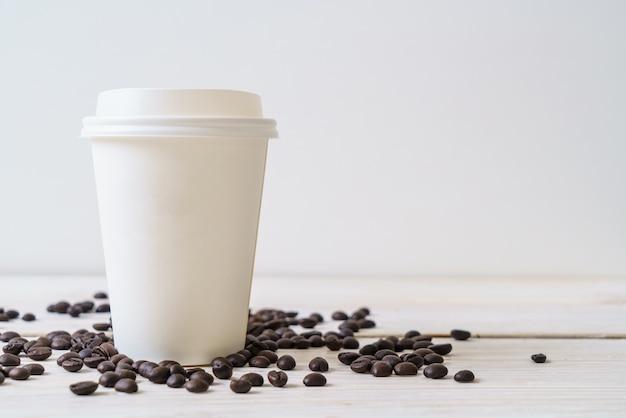 Pappbecher kaffee zum mitnehmen