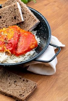 Paprika (del piquillo) gefüllt mit fleisch oder fisch Premium Fotos