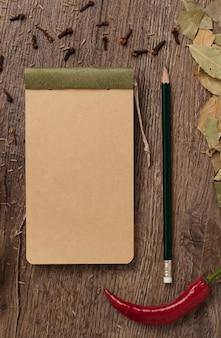 Paprika in der nähe eines notebooks