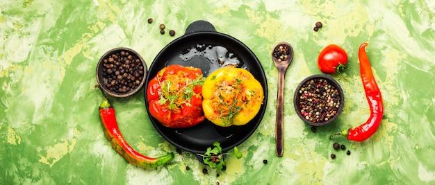 Paprika mit fleisch gefüllt