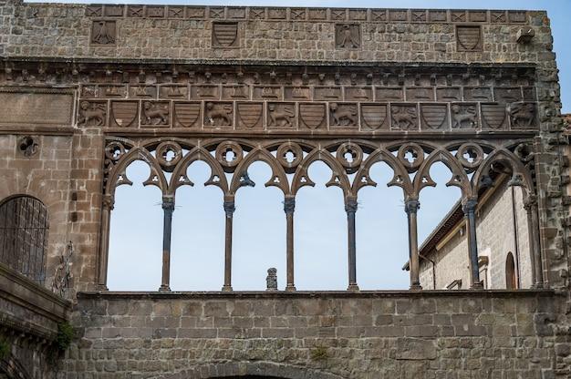 Papstpalast: die hauptattraktion von viterbo, der palast beherbergte im 13. jahrhundert etwa zwei jahrzehnte lang das papsttum