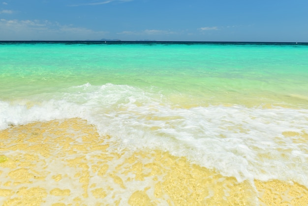 Paradiesstrand bei koh maiton, einer privaten strandinsel in phuket, thailand