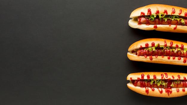 Parallele hotdogs mit kopienraum
