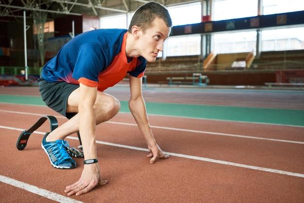 Paralympischer läufer beim start