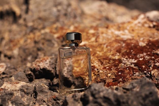 Parfüm auf felsigen steinen