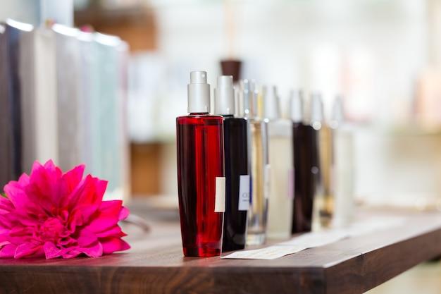 Parfüm in drogerie oder laden