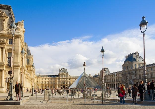 Paris 5. november: das louvre art museum am 6. november 2012 in paris