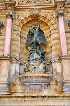 Paris saint michel fontaine frankreich