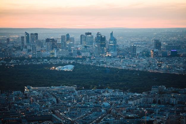 Pariser skyline mit gebäuden