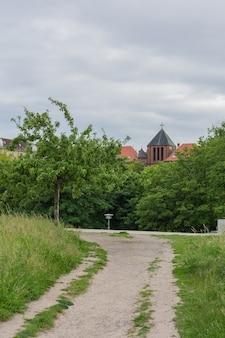 Park am velodrom im stadtteil prenzlauer berg, berlin