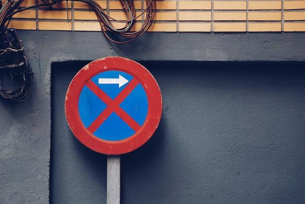 Parken verboten verkehrszeichen in der straße