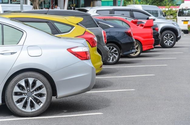 Parkplatz auf parkplatz mit bunten