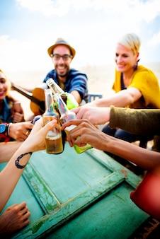 Partei, die feier-freundschafts-zusammengehörigkeits-konzept feiert