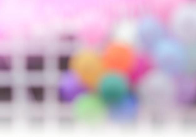 Parteidekoration der abstrakten unschärfe im freien mit buntem ballonshintergrund