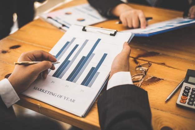 Partner-terminvereinbarung mit einem wirtschaftsprüfer.
