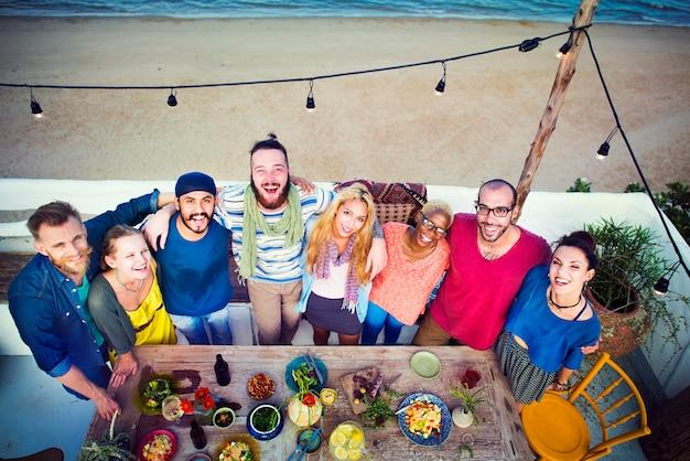Party auf dem dach am strand