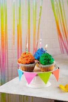 Party-cupcakes mit kerzen