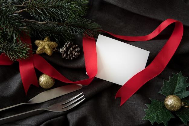 Party des weihnachtsneuen jahres mit gerätabendessengrußkartenhintergrund
