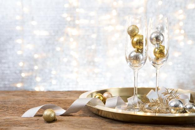 Party des weihnachtsneuen jahres mit geschenkgeschenkhintergrund