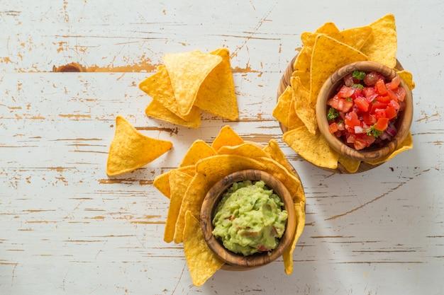 Partynahrung - nachos mit und guacamole