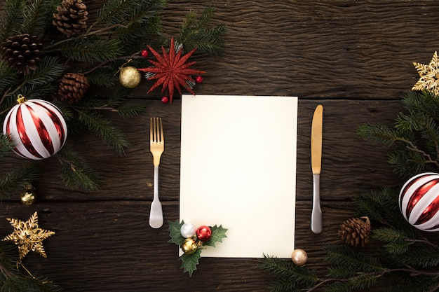 Partytisch-abendessenhintergrund des weihnachtsneuen jahres feiern zeit