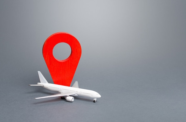 Passagierflugzeug und rote standortanzeige.
