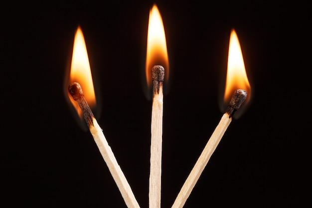 Passen sie mit der flamme isoliert