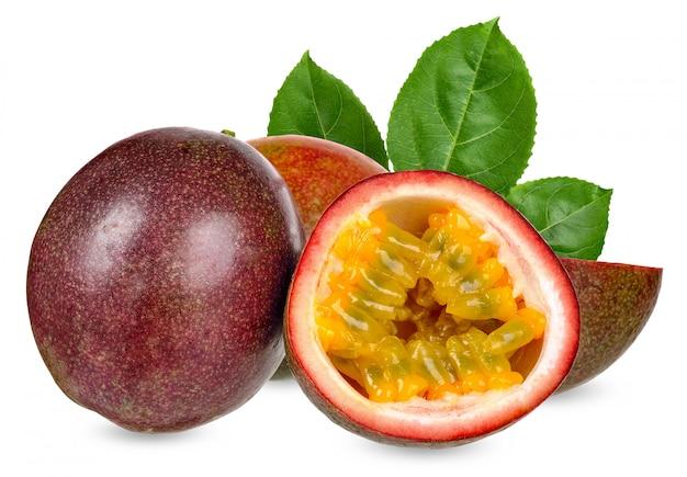 Passionsfrucht lokalisiert auf weißem beschneidungspfad