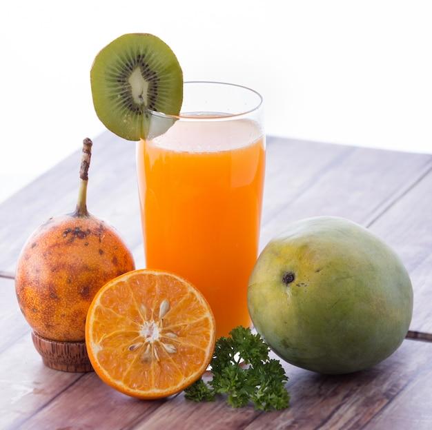 Passionsfrucht- und mango-smoothies