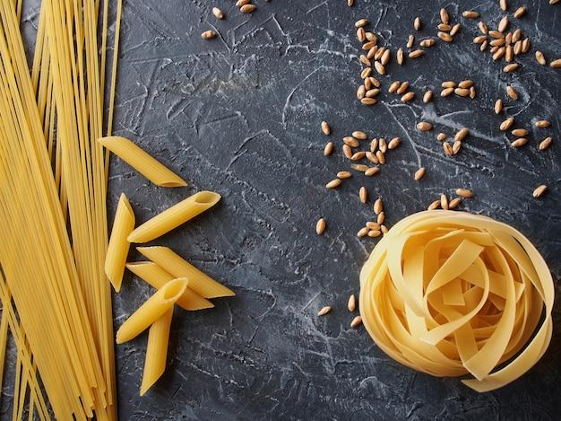 Pasta aus hartweizen und weizen
