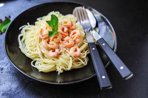Pasta garnelen spaghetti cremige meeresfrüchtesauce