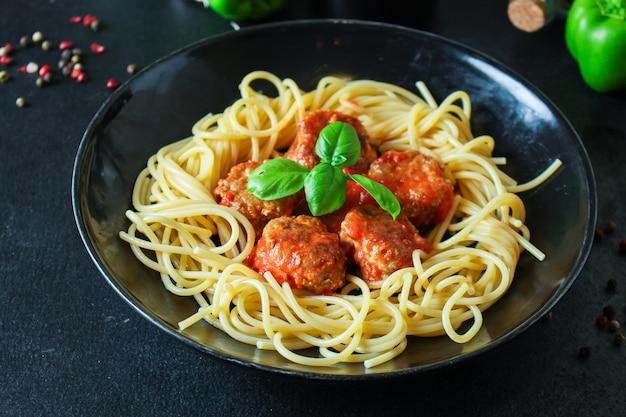 Pasta spaghetti fleischbällchen tomatensauce