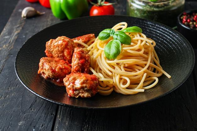Pasta spaghetti frikadellen