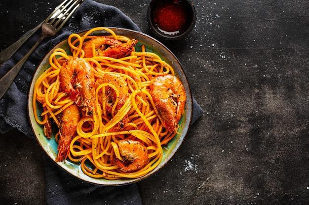 Pasta spaghetti mit garnelen und sauce