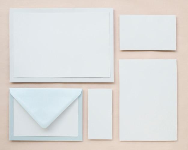 Pastellblaue hochzeitseinladungspackung