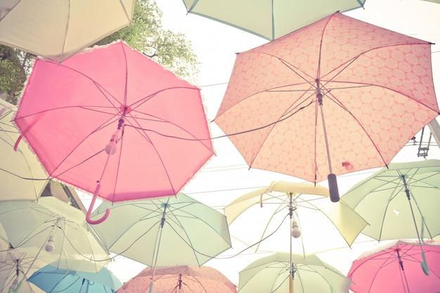 Pastellregenschirmhaufen