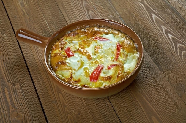 Patatnik - bulgarisches kartoffelgericht, charakteristisch für das rhodopengebirge