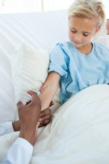 Patient erhält einen impfstoff